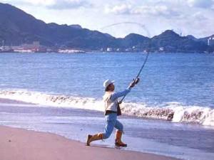 投釣りのイメージで、左サイドにグリップエンドを引き込む